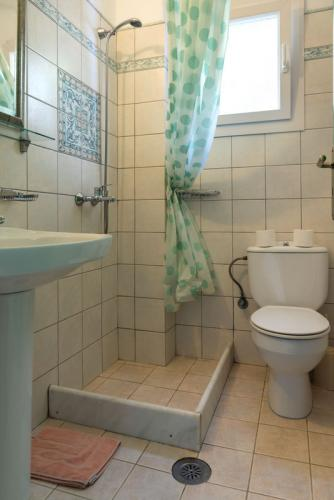 Apart A and B Bathroom